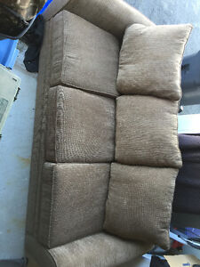 100inches couch, excellent condition 350$