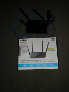 D-Link Amplifi Dual Band AC1200 Router with High-Gain Antennas