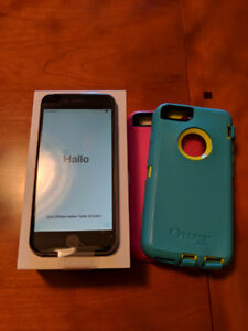 64GB Unlocked Space Gray iPhone 6 with 2 Otterbox Defender Cases