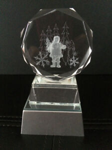 LASER ENGRAVED CRYSTAL SANTA WITH ILLUMINATED BASE – NEW IN PKG