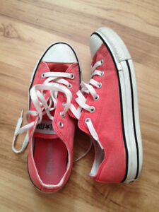 Chaussures Converse roses taille 7 ou 9