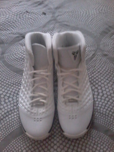**SOLD** Nike air Kobe 3 size 11 shoes never worn