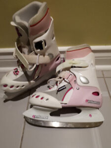 Ski boots for a girl. Size 1-3. Excellent condition