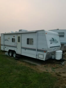 Lite trailer, queen bed and bunks