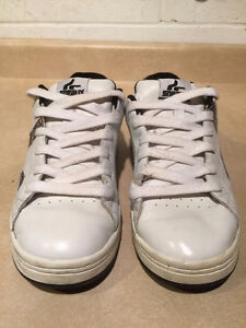 Women's Sneaux Shoes Size 9.5 London Ontario image 6