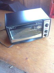 Bravetti toaster oven, just like new.