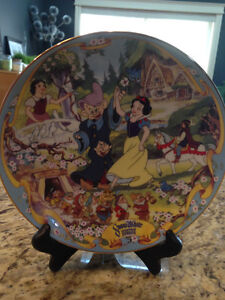 """Snow White & the Seven Dwarves musical plate. """"OFF to Work I Go"""""""