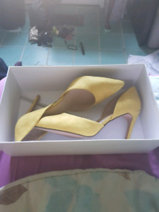 D'orsay heels in buttercup (Size 12)