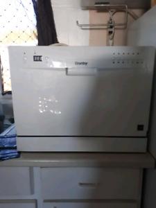 Small apartment sized dishwasher