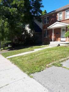 Queen's Cres at Collingwood, 8 rooms, all incl. WiFi, laundry