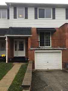 BEAUTIFUL 4 BEDROOM TOWNHOUSE FOR RENT!!
