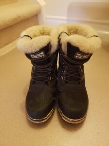 Winter boots / size 8-8.5 / black / $10