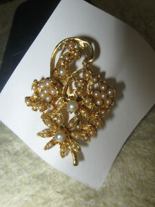 2 STYLISH OLD VINTAGE GOLD TONE BROOCHES with FAUX-PEARL ACCENTS