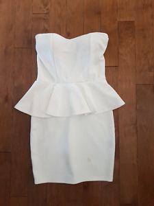 SEDUCTIONS WHITE PEPLUM STRAPLESS DRESS