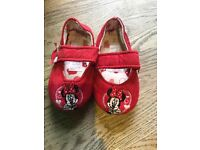 Minnie Mouse children's slippers size 4