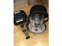 Maxicosi car seat and easyfix base