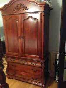 BEDROOM DRESSER/TV/CLOSET FURNITURE IN MINT CONDITION DARK WOOD