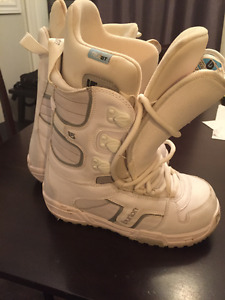 Women's Burton Truefit Snowboard Boots. Size 7. Great Condition!