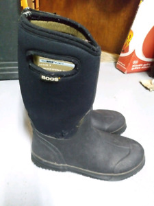 Youth size 6 BOGS WINTER BOOTS $50 TAKES