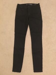 Brand New Women's Guess Skinny Jeans - Black