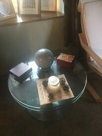 Swivelling glass Tokyo coffee table, excellent quality