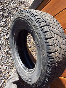Pneu Pirelli Scorpion LT (8 plies) 265/70/17