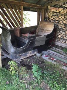 Berlot - sleigh - voiture d'hiver antique à cheval.