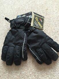 Mens Gortex gloves size Medium