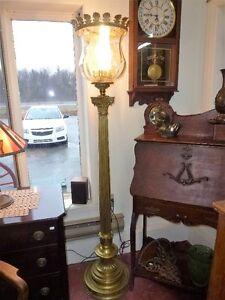 Lampe de salon antique ,en brass (laiton ) ,+ abat jour