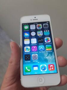 White Iphone 5 16 GB UNLOCKED - $130 FIRM