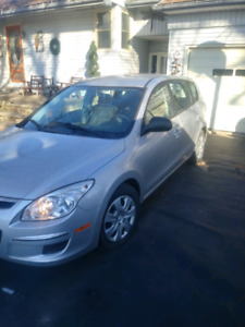 2009 hyundai elantra touring! Low kms