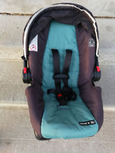 Graco® Comfy Cruiser™ Click Connect™ Travel System with SnugRide