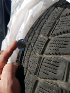 2 winter tires Dunlop  225/60/16  Made in Japan