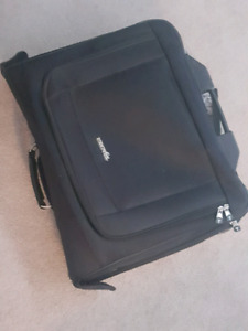 Rolling garment bag for dance