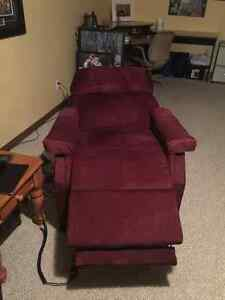 Lazy boy recliner with remote Kawartha Lakes Peterborough Area image 2
