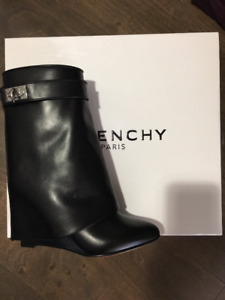 NEW Givenchy Womens Black Leather Shark Lock Midcalf Ankle Boots
