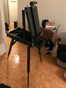 Black collapsable stand-up easel