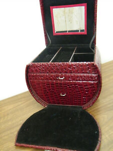 Makeup/jewelry case