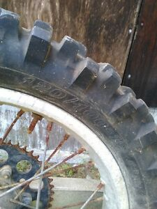 HONDA CR500 FRONT AND REAR RIM IN GOOD CONDITION WITH TIRES