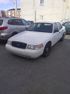 2006 Ford Crown Victoria v8 police pack 350 pour pièce ou repare
