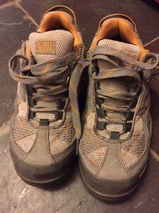 Souliers caps d'acier / steel toed shoes (6.5 w/f)