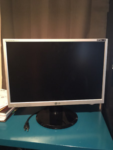 """Flatron 22"""" widescreen monitor, well cared for"""