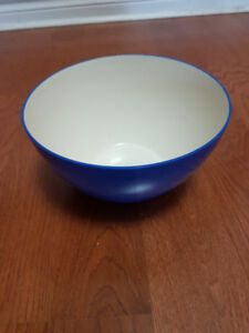 Moving Sale - Pop Corn Bowl + 2 Mugs - set for $10 only