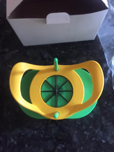 Lemon ,Lime ,or Potatoe Wedge Slicer