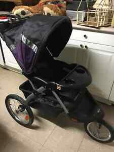 Baby trend jogging stroller and car seat with two bases Sarnia Sarnia Area image 2