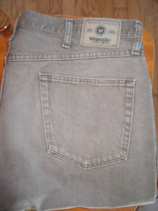 MEN'S REGULAR FIT JEANS (CHOC. BROWN) WRANGLER (W40/L32) 4 SALE