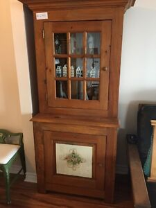 MAGNIFICENT BUFFET HUTCH PINE THRU OUT MADE IN QUEBEC BY ARTISAN