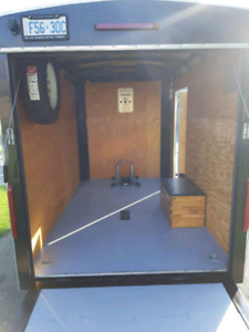 2008 enclosed streamline trailer $3500. obo