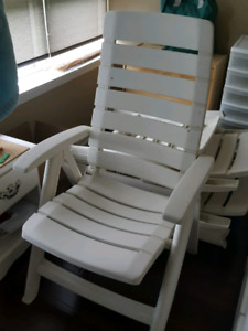 Patio/pool furniture: Chair, lounger, recliner.