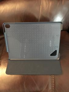 Case bleu Logitech Hinge(valeur de 90$)pour Ipad Pro 9.7 pouces